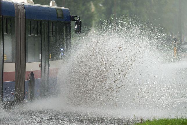 Deszcz i burze w wielu rejonach kraju.