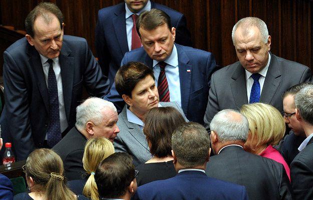 Posłowie PiS nawołują do nakładania kar finansowych i odbierania immunitetów opozycji