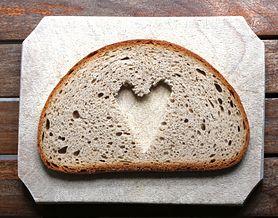 Chleb pełnoziarnisty – charakterystyka, jak go rozpoznać, kalorie, rodzaje