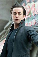 ''Looper'': Joseph Gordon-Levitt wygląda jak Bruce Willis