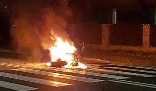 Jeden z motocykli biorących udział w wypadku zapłonął