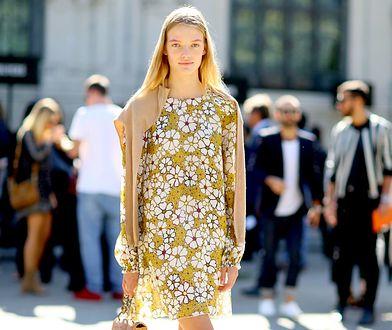 W sezonie letnim sukienka w kwiaty to absolutne must have