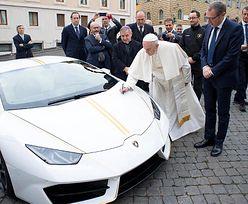 Papież Franciszek sprzedał swoje lamborghini