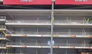 Puste półki, gigantyczne kolejki - tak wyglądają sklepy przed Sylwestrem