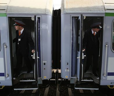 Konduktorzy w pociągu PKP Intercity