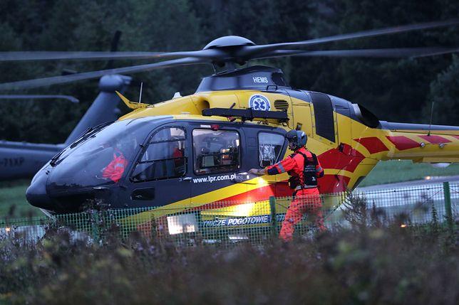 Zdjęcie ilustracyjne. Śmigłowiec LPR transportuje rannych do szpitala