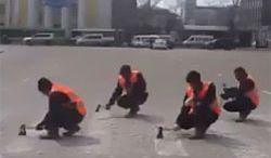 Granice rosyjskiego absurdu podczas usuwania przejścia dla pieszych