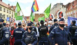 Policyjny podręcznik dyskryminuje społeczność LGBT? RPO reaguje