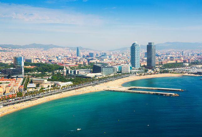 Barcelona - hiszpańskie miasto znane ze świetnych plaż, wielu zabytków architektury, a także ze sportu.