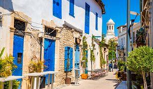 Biało-niebieska zabudowa Cypru do złudzenia przypomina grecką