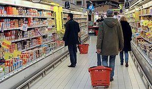 Małe i duże sklepy walczą o klienta