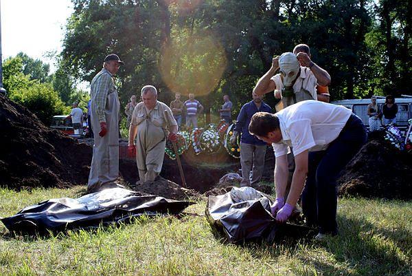 W Słowiańsku odkryto masowy grób. Świadkowie: ciała zrzucali z ciężarówki separatyści
