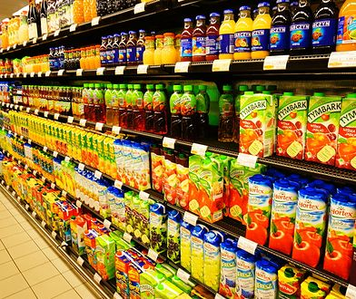 Podwyżka VAT z 5 do 23 proc. ma objąć jedynie napoje. To kompromis, który ma zapewnić rządowi rozwiązanie kłopotu z producentami.