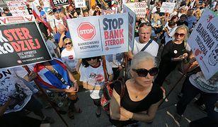 Protest frankowiczów przed Belwederem. Aleje Ujazdowskie zablokowane
