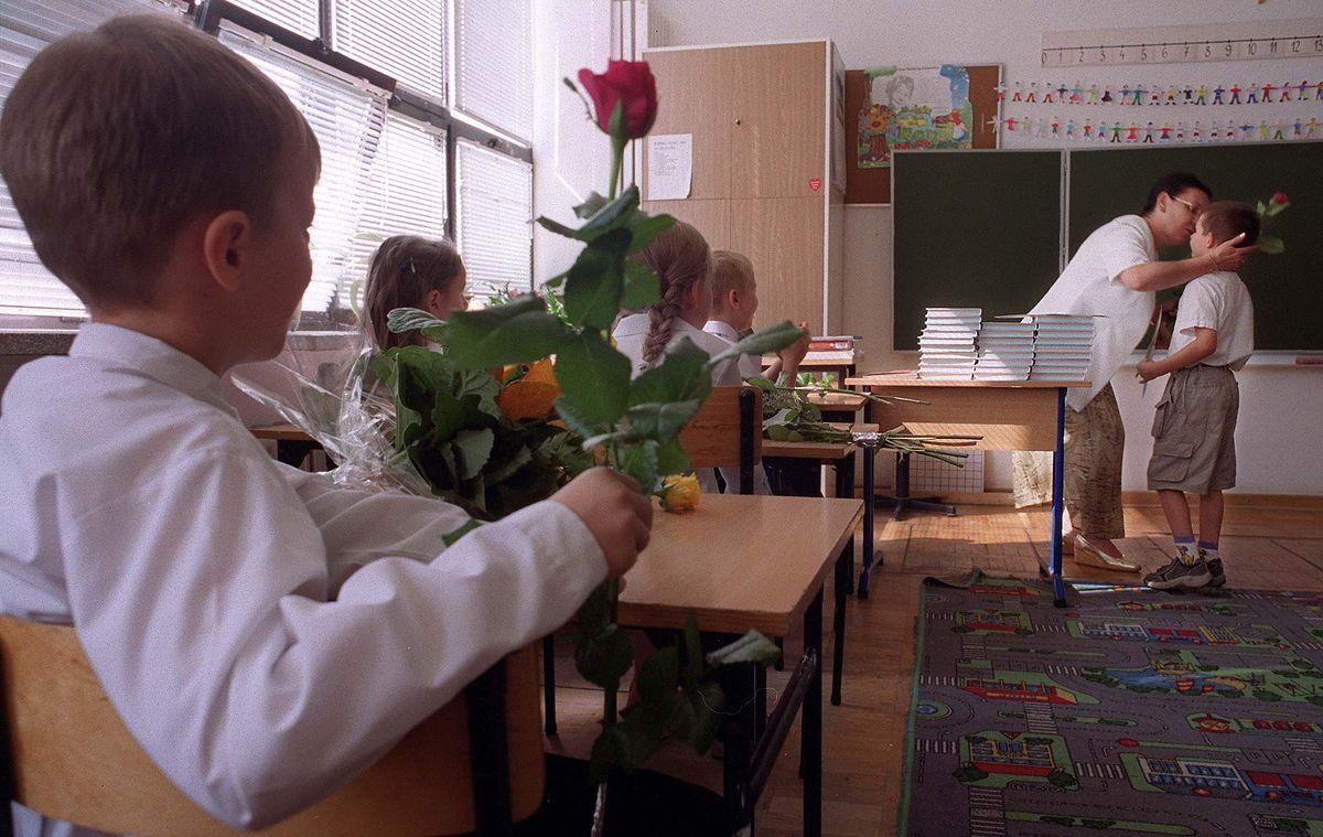 300 zł wyprawki szkolnej dla dziecka. Wyjaśniamy krok po kroku procedurę, terminy i warunki
