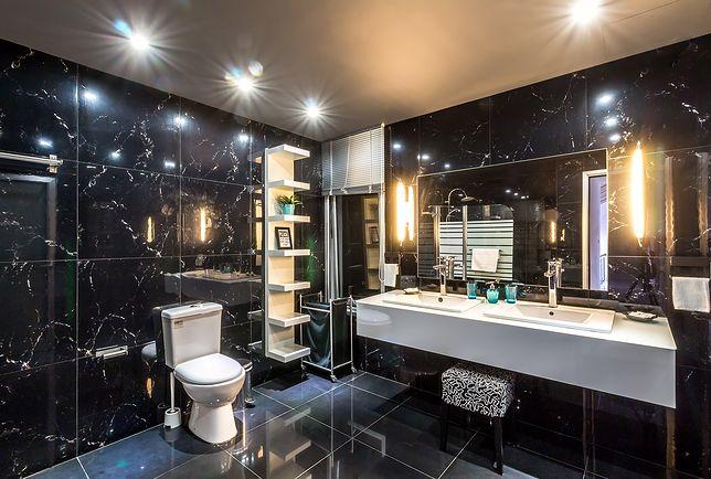 Punktowe oświetlenie LED sprawdzi się w nowoczesnych łazienkach