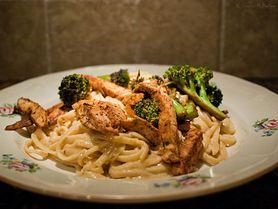 Makaron z kurczakiem - danie sprawdzone i bardzo smaczne