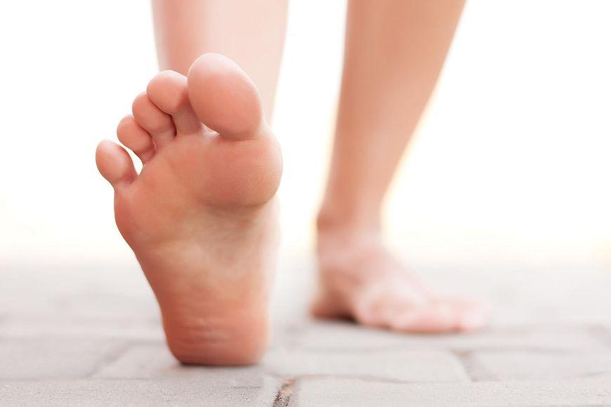 Swędzenie, pieczenie stóp trudno jest zniwelować