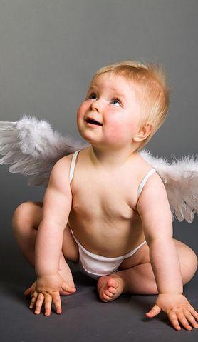 Co zrobić, gdy dziecko nie chce zmienić pieluszki, ucieka i kręci się?