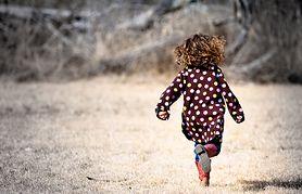 Poznaj etapy rozwoju fizycznego malucha i zobacz, jak go wspierać w tym okresie