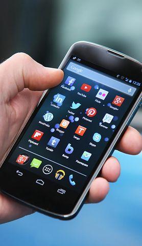 Smartfon - multimedialne centrum rozrywki. Czy maluch naprawdę go potrzebuje?