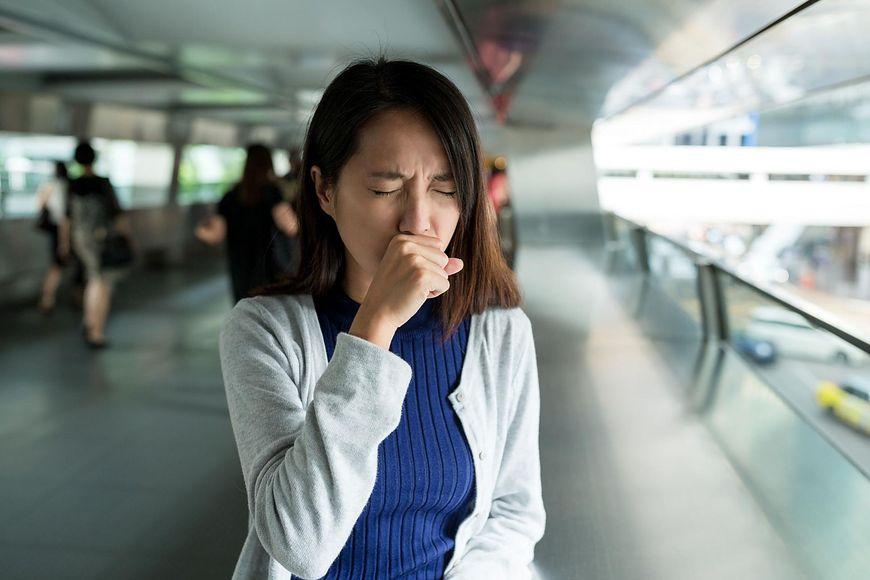 Nieustający kaszel lub chrypka oraz osłabienie