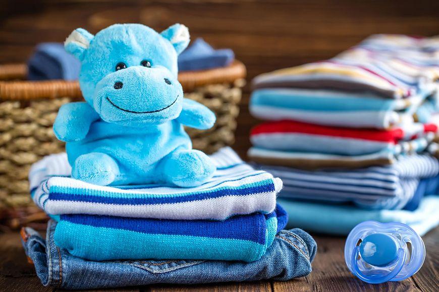 Ubranka niemowlaka - jak nie przegrzewać malucha?