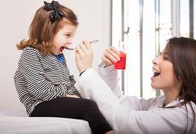 Co podawać dziecku, gdy boli je gardło, nie ma apetytu i nie chce jeść?