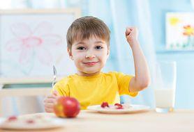 Co podawać do jedzenia choremu dziecku?