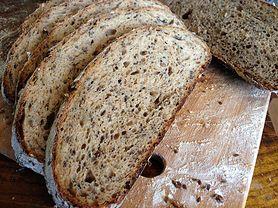 Zobacz, w jaki sposób przygotować smakowity chleb słonecznikowy na zakwasie