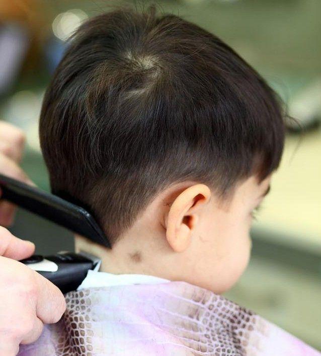 Fryzury dla chłopców nie muszą być klasyczne, czyli krótkie