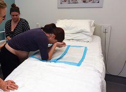 Rękoczyn Kristellera - metoda zagrażająca życiu dziecka i matki