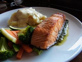 Przyrządź pysznego i bogatego w kwasy omega łososia z grilla