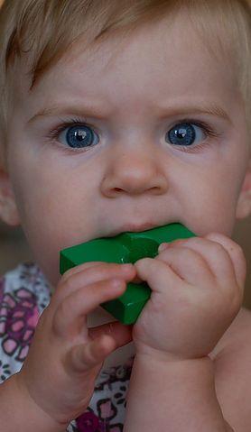 Rozwiewamy najczęstsze wątpliwości rodziców związane z ząbkowaniem