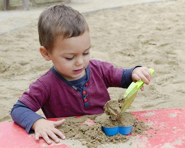 10 zagrożeń, które czyhają na dziecko w piaskownicy
