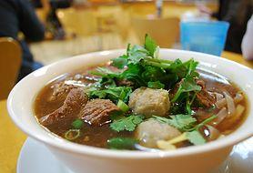 Zainspiruj się daniami Wschodu. Zobacz, jak zrobić wołowinę po tajsku