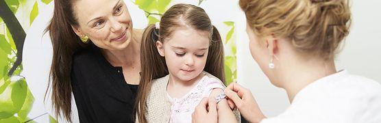 Zastanawiasz się, czy szczepienia ochronne są potrzebne twojemu dziecku? Sprawdź, jak działają szczepionki i na co warto zaszczepić malucha