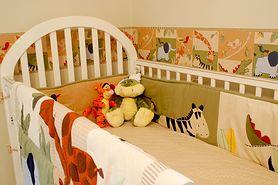 Mamo, czy wiesz jakie wymagania musi spełnić łóżeczko dla noworodka?