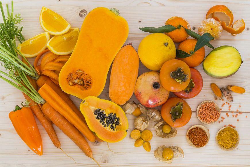 Pomarańczowe warzywa i owoce