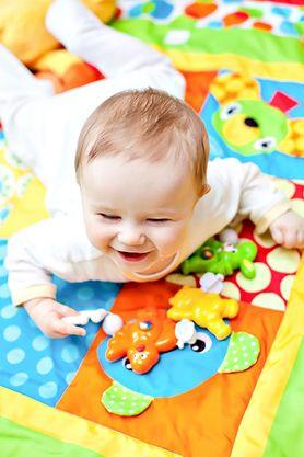 Mamo, ja sam! – jak zabawy pomagają rozwijać samodzielność dziecka?