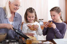 To dziadkowie są przyczyną otyłości dzieci. Dietetyk nie ma wątpliwości