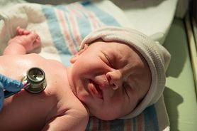 Dowiedz się, jakie badania powinno przejść twoje dziecko zaraz po porodzie