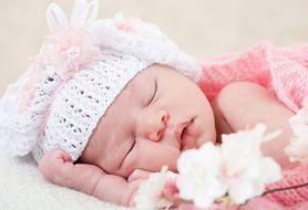 Ile śpi niemowlę i w jaki sposób pomóc, jeśli ma ono problemy ze snem?