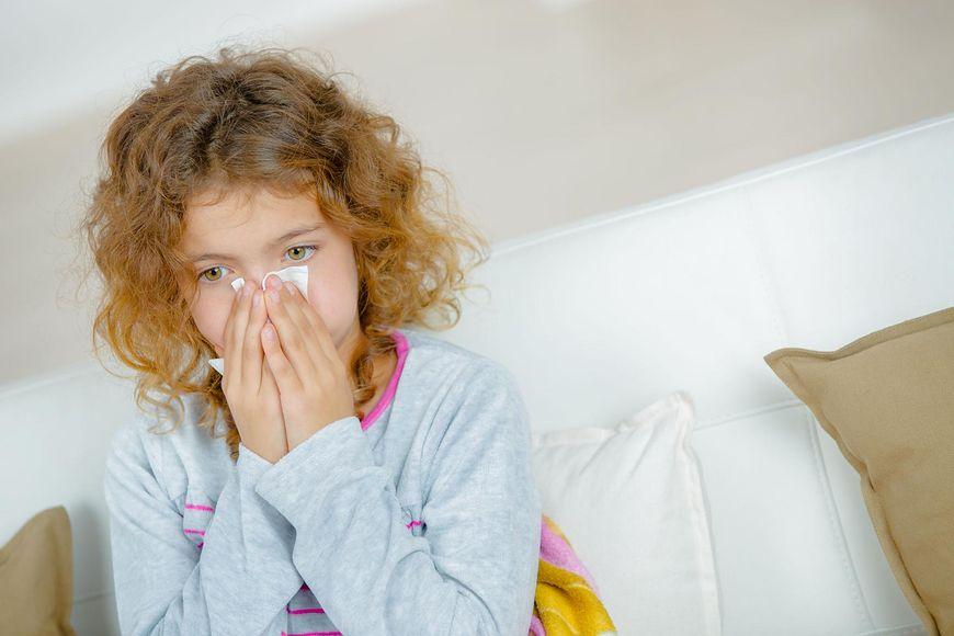 Jeśli dziecko ma alergię, należy pamiętać o lekach przeciwalergicznych (123rf.com)
