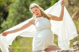 Zmiany hormonalne w ciąży mogą powodować problemy ze skórą. Jak ich uniknąć?
