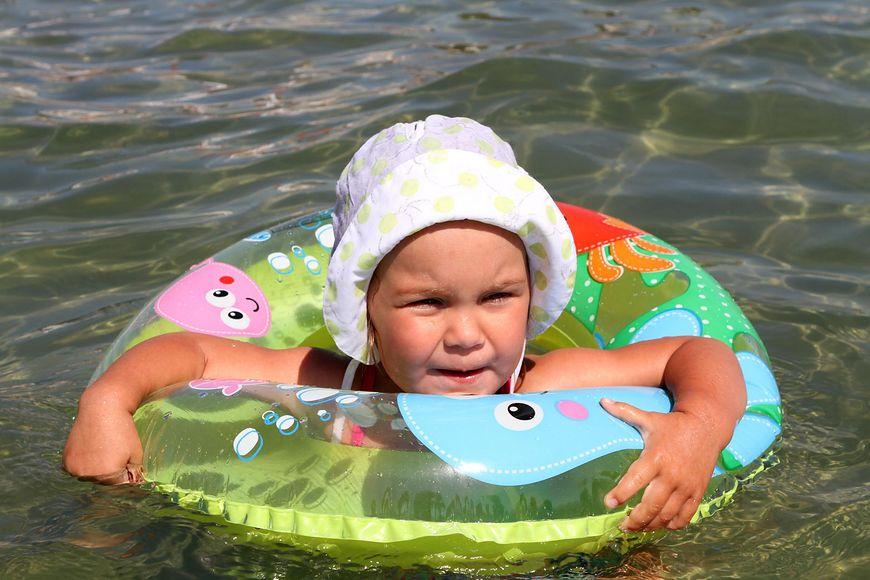 dziecko w wodzie [123rf.com]
