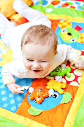 Czy wiesz, jak dbać o brzuszek rocznego dziecka?