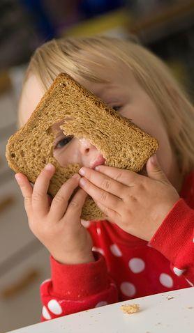 Śniadanie dwulatka - czy wiesz, jak powinno wyglądać?