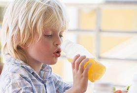 Prosi o wodę, a dostaje słodki sok. Za otyłością dzieci stoją ich rodzice