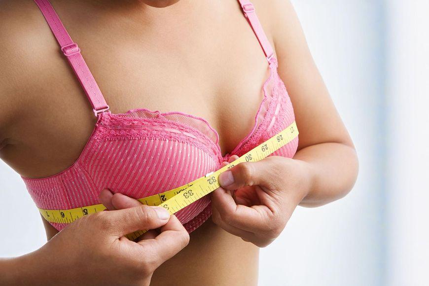 Nagłe powiększenie się piersi to także objaw nowotworu